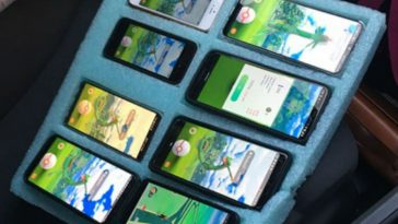 Police Catch Idiot Playing Pokemon Go on 8 Phones While Driving