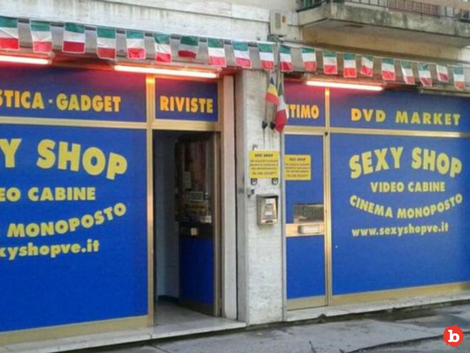 English Tourist Died In Italian Sex Shop, Watching Blue Movie